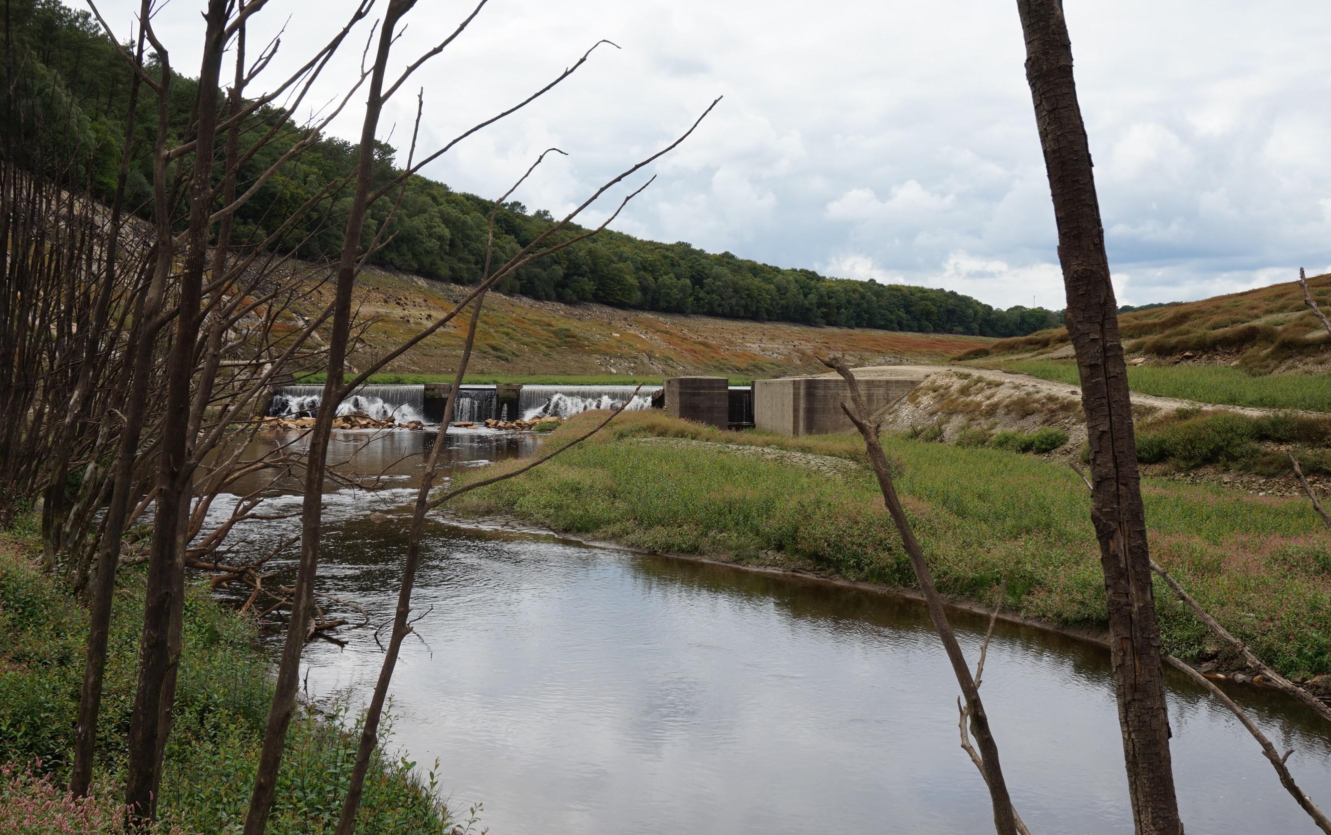 Une des 17 écluses du canal Nantes-Brest englouties par la barrage