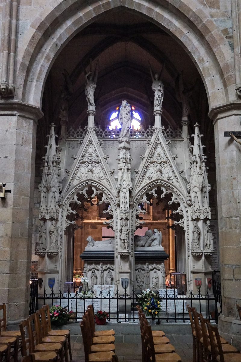 Tombeau de Saint-Yves