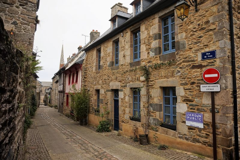 Rue Saint-Yves